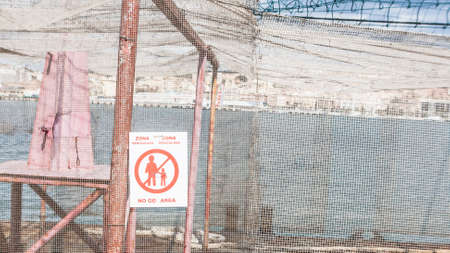 imprison: No go area. area enclosed by a wire mesh Stock Photo