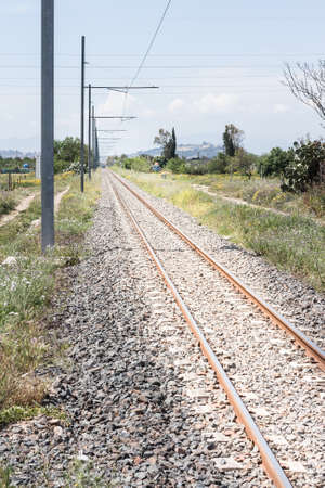 torres de alta tension: v�as de tren pilones campo. Binary hasta el infinito Foto de archivo