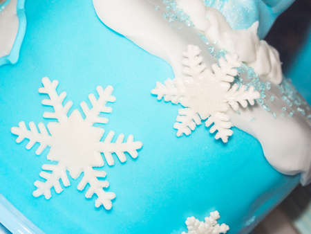 ice crystal: Close up image of a cake with ice crystal decoration