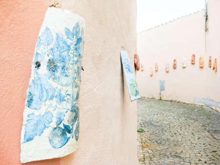 in particular: Painted shingle on the wall. Particular exhibition on the street