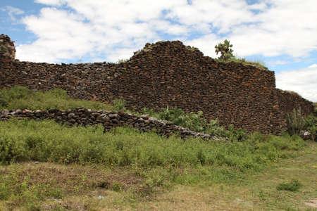 Ancient wall built by indigenous Wari people Standard-Bild
