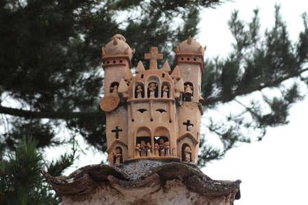 Typical terracotta sculpture of a church made by artisans of the village of Quinua, Peru Standard-Bild