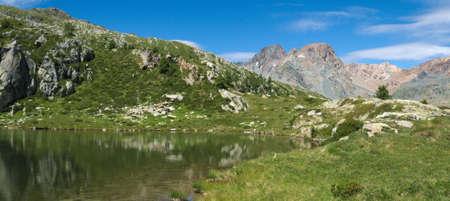 Small lake on the Italian alps in Valmalenco Standard-Bild