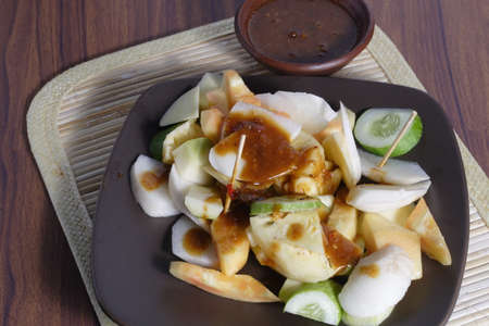 Rujak, Traditionelle Obstsalat Gericht