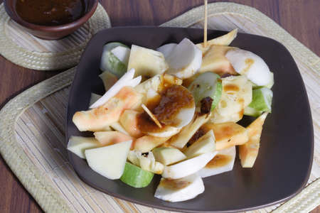 Rujak, Traditional fruit salad dish