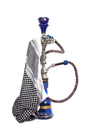 waterpipe: Waterpipe �rabe azul y plateado con pa�uelo �rabe aislado en blanco