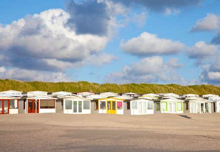 hospedaje: Ver en las casas holandesas de playa con cielo nublado