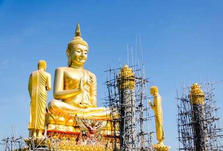disciples: Buddha and disciples statue