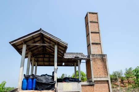 inceneritore: Vecchio edificio inceneritore di rifiuti in Thailandia Archivio Fotografico