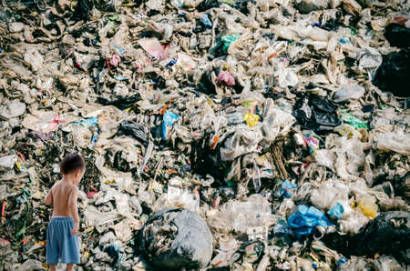 landfill: Child and landfill dump site, pollution effect
