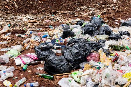 PROVINCE DE KANCHANABURI, THAÏLANDE. 20 JUIN 2018. Déchets ménagers en décharge. Élimination des déchets en décharge en THAÏLANDE Éditoriale
