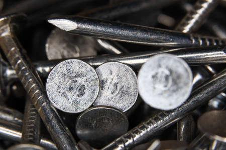 many macro stainless nail screws texture closeup Foto de archivo