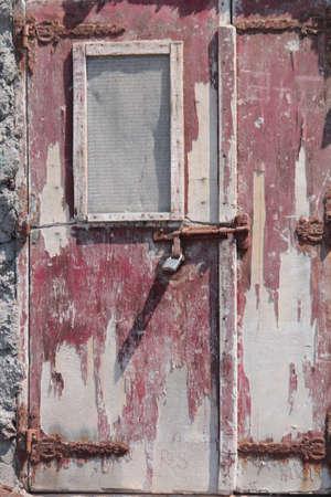mediterraneo: old red door under the sun,grecia,mediterraneo