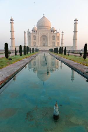 타지 마할 (Taj Mahal), 인도 아그라 (Agra)의 일출 스톡 콘텐츠