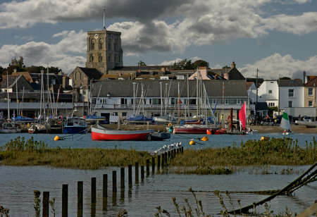 south west england: The river Adur flows through Shoreham by Sea on the south coast of England in West Sussex.