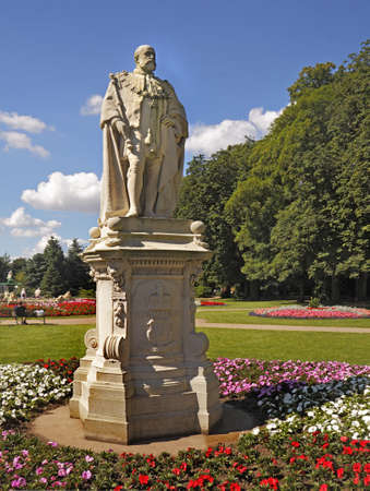 A statue of Edward VII in Beacon Park Lichfield Staffordshire, England  Due to the lengthy reign of his mother, Queen Victoria, he was only king for about nine years  He was one of the most popular British Monarchs of all time  Standard-Bild