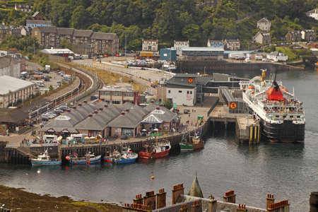 terminus: Los viajeros pueden arive y salida en tren o barco en este terminal en Oban, Escocia. Editorial