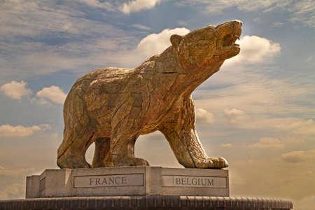 seconda guerra mondiale: Il Polar Bear Memorial al National Memorial Arboretum comemorates la divisione di fanteria che erano di stanza in Islanda in condizioni estremamente invernali nella seconda guerra mondiale.