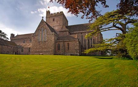 benedictine: Catedral de Brecon era originalmente el Priorato benedictino de San Juan Evangelista, y fue construido a finales del siglo XI