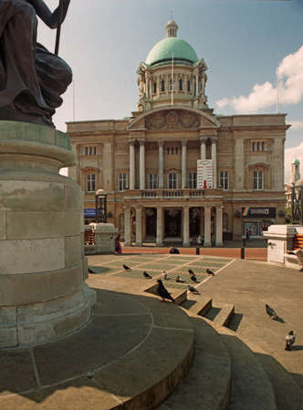 east riding: Hull city hall is used as a venue for many types of entertainment, from orchetras to pop concerts