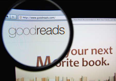 LISBON, PORTUGAL - FEBRUARY 19, 2014: Goodreads homepage through a magnifying glass. Фото со стока - 34844736