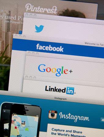 리스본, 포르투갈 - 2014년 3월 13일 : 클립, 트위터, 페이스 북, 구글, 모니터 화면에 링크드 인과 인스 타 그램 홈페이지의 사진입니다. 스톡 콘텐츠 - 34848334