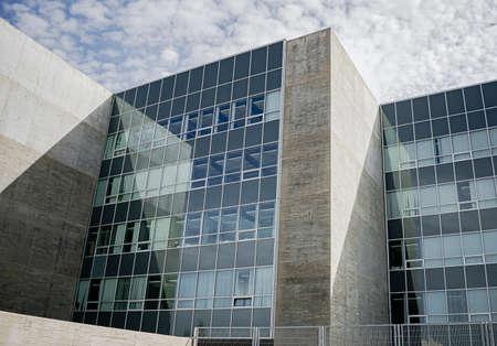 Windows of a modernist office building with concrete structure Foto de archivo