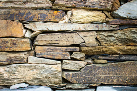Stone wall assembled without cement and with the stones superimposed on top of each other