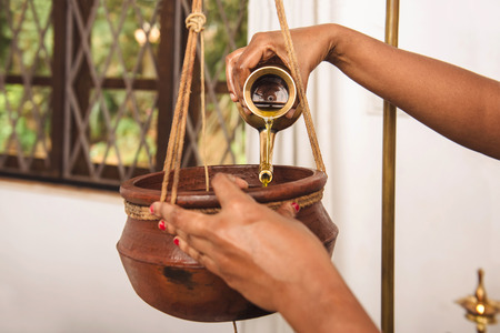 Ayurveda Shirodhara behandeling in India