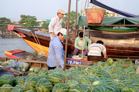 cai: Can Tho, Vietnam - April 2, 2016: Unidentified people on Cai Rang floating market in the Mekong Delta river selling fruit and vegetables