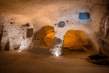 Explore Kaymakli ancient multi-level underground cave city in Cappadocia, Travel to Turkey. Banque d'images