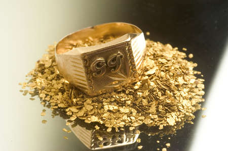 Gold jewels to illustrate the recovery of old jewels for the recycling of gold. Stock Photo - 9956417