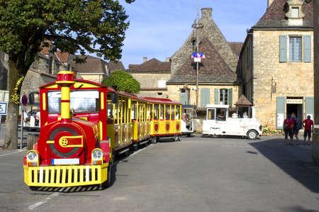 ドームの小さな観光列車 報道画像