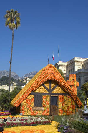 reasons: With this occasion the gardens are the theater of construction of monument out of oranges and lemons on a different topic each years.