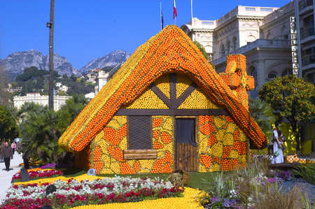 With this occasion the gardens are the theater of construction of monument out of oranges and lemons on a different topic each years.