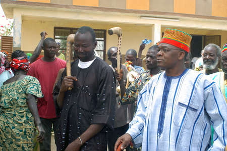The festival of establishment of a usual chief in Burkina Faso Faso lasts three days. The usual chief succeeds his father deceased, it is always the groin of the family and always a man. It is a very rare event because a chief can be replaced only after h Stock Photo - 11335344