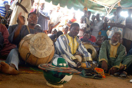 usual: The festival of establishment of a usual chief in Burkina Faso Faso lasts three days. The usual chief succeeds his father deceased, it is always the groin of the family and always a man. It is a very rare event because a chief can be replaced only after h Editorial