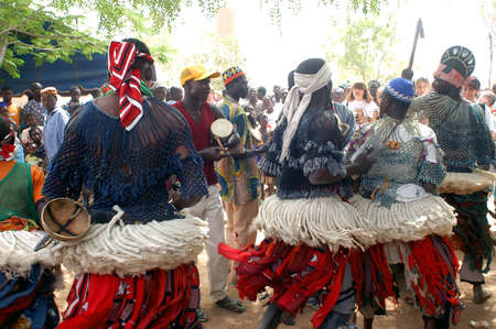 The festival of establishment of a usual chief in Burkina Faso Faso lasts three days. The usual chief succeeds his father deceased, it is always the groin of the family and always a man. It is a very rare event because a chief can be replaced only after h Sajtókép