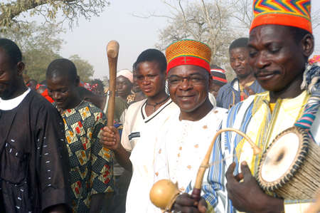 replaced: The festival of establishment of a usual chief in Burkina Faso Faso lasts three days. The usual chief succeeds his father deceased, it is always the groin of the family and always a man. It is a very rare event because a chief can be replaced only after h Editorial