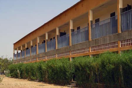 Collège Saint-Philippe de Koupéla, au Burkina Faso Faso. Ce collège reçoit 800 élèves dont certains sont stagiaires parce qu'ils vivent trop loin et souvent n'ont pas de moyen de transport. Il s'agit d'un collège privé et payant. Banque d'images - 11556377