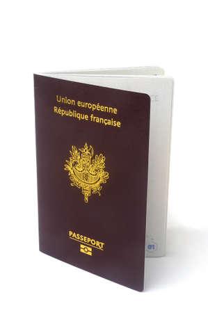 passeport: biom�trique passeport fran�ais en studio sur fond blanc la zone