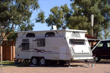 leonora: caravan with the camp-site