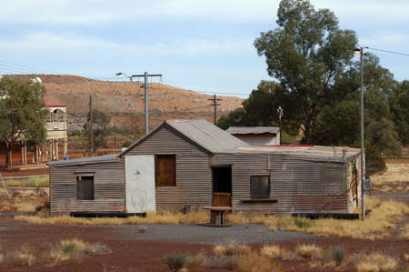 phantom city of Leonora in the Australia Western which was used to place the blue-collar worker of the goldmine, city now given up and preserved in the state as if the inhabitants had disappeared Editöryel