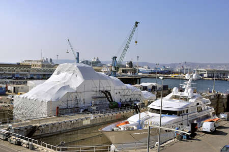 maintains: shipyard of Marseille specialized in the private yachts