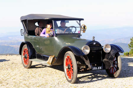 jalopy: old buick in France to the summit of Mont Aigoual