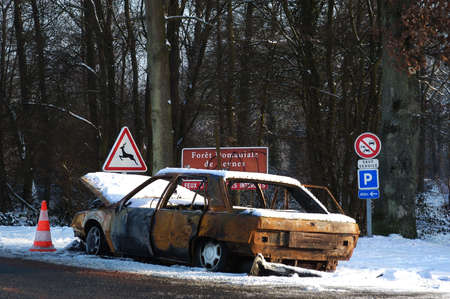 burned out: car burned to the prohibition of signs and fire drill Crown