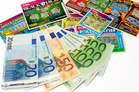 French game scraping with which players hope to win large sums of money for a small down Editorial