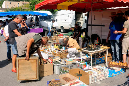 Flea Anduze every Sunday morning throughout the year where tourists and locals meet to buy or sell.