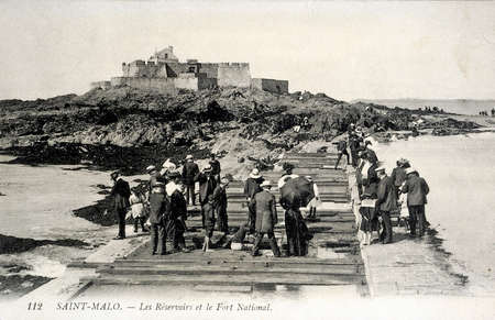 reservoirs: old postcard of Saint-Malo, Reservoirs and strong national