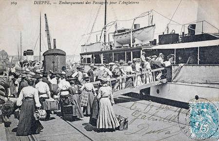 vecchia cartolina, Dieppe, passeggeri di imbarco per l'Inghilterra